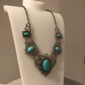 Jewelry - Faux Turquoise Cabachon Bib Necklace